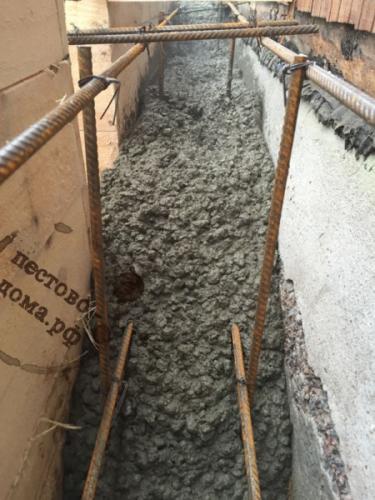 Ленточный бетонированный армированный фундамент 4